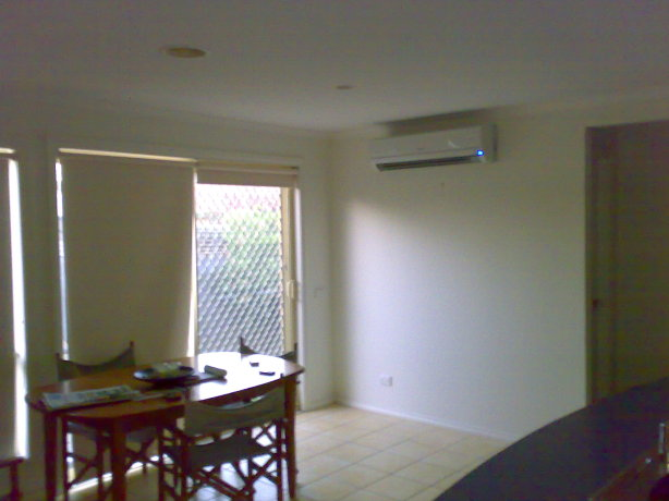 How to Install a Split System Air Conditioner. Select an unobstructed location on a strong wall that is not subject to vibrations or a heat source.